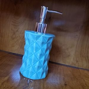 NWOT Ceramic lotion/hand soap dispenser
